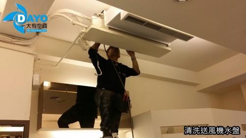 連鎖服飾店 室外機修理及吊隱送風機清潔保養